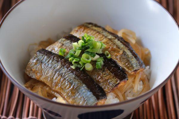 さんま刺身フィレ(皮付き)の蒲焼丼