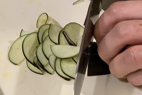 茄子は超薄切りにして